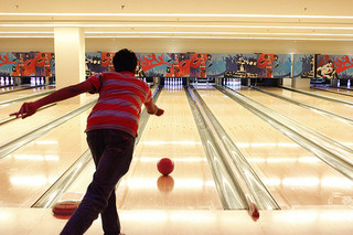 Campus Life goes bowling, makes future plans