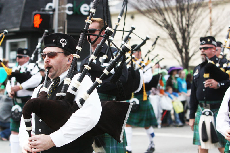 Leading+into+the+parade%2C+bagpipes+sung+a+traditional+Irish+note.+Photo+by+Molly+Loehr