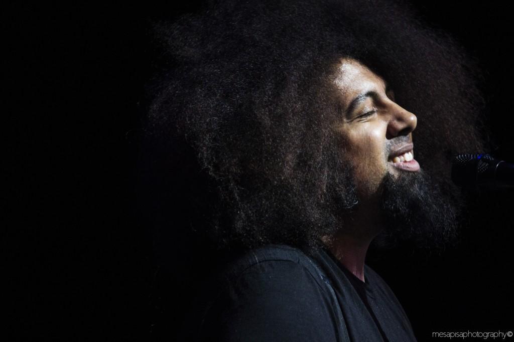 Reggie+Watts+begins+performing+his+song+
