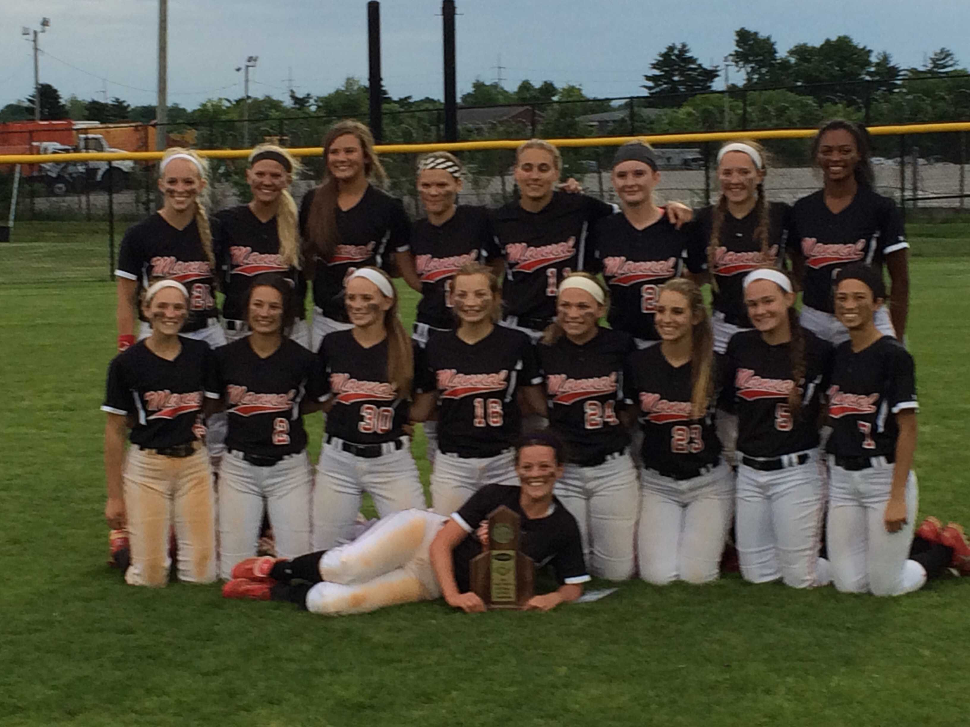 Softball team outlasts Presentation to become District 25 champions