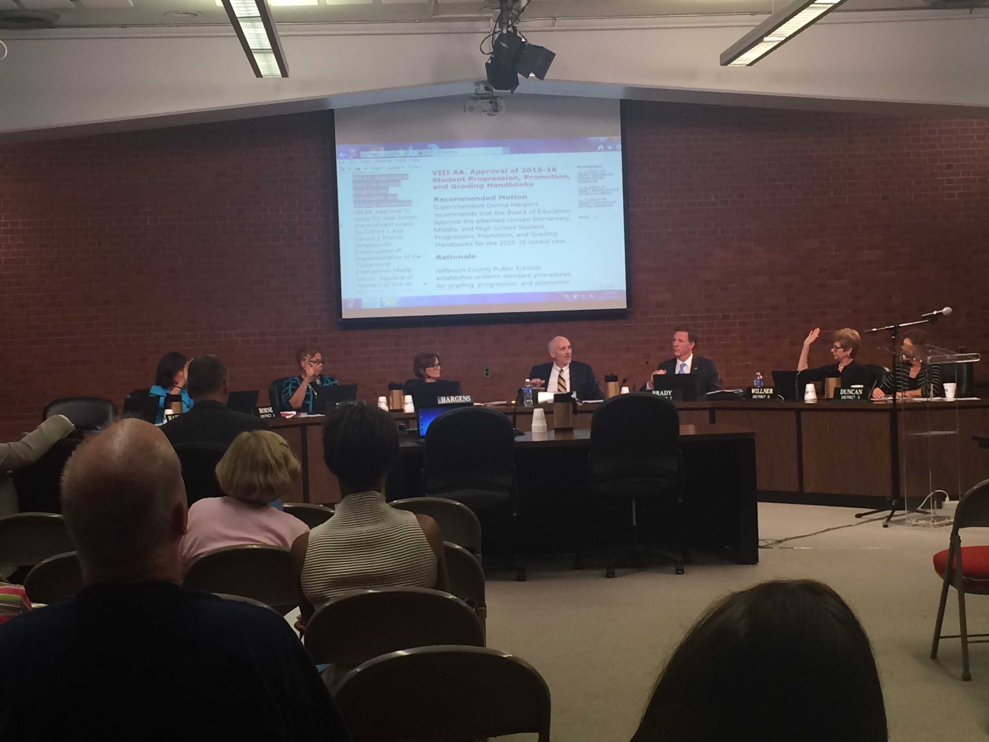 JCPS board votes to modify grading scale