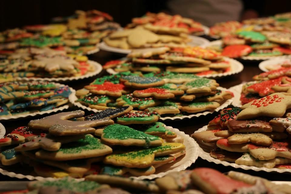 DAY 6: Manual students ring in holidays with Christmas cookie traditions