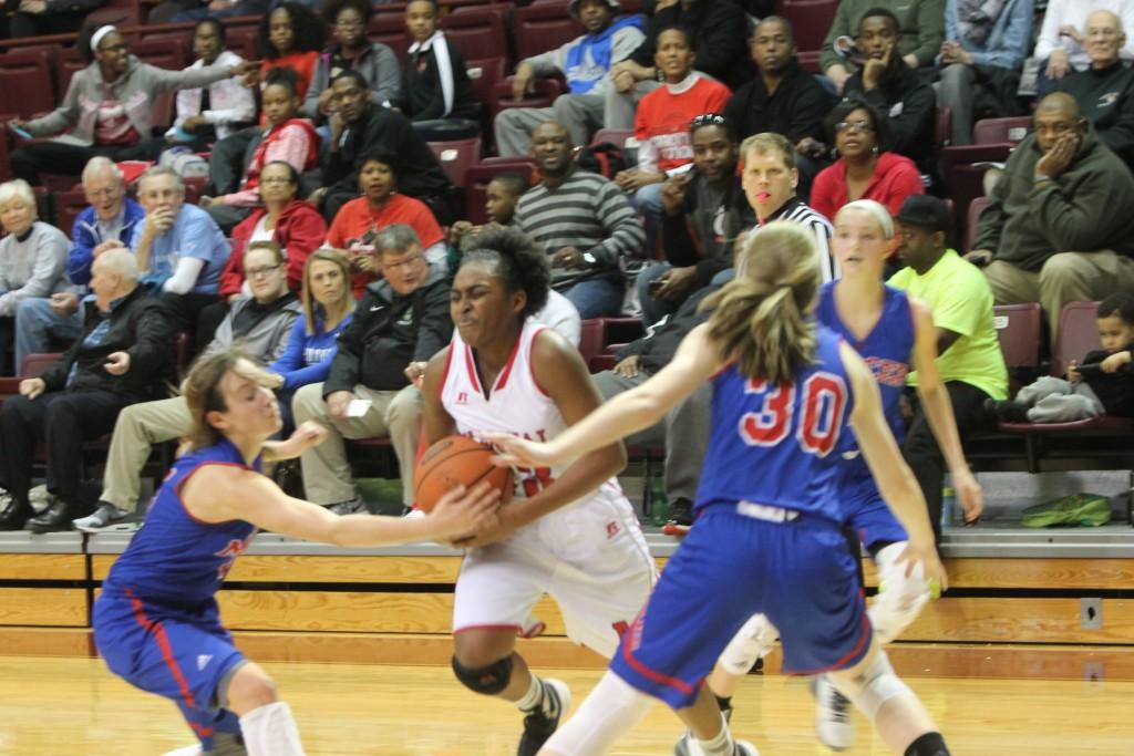 Jaela Johnson (10, #33) drives to the basket. Photo by Jordyn Stumpf.