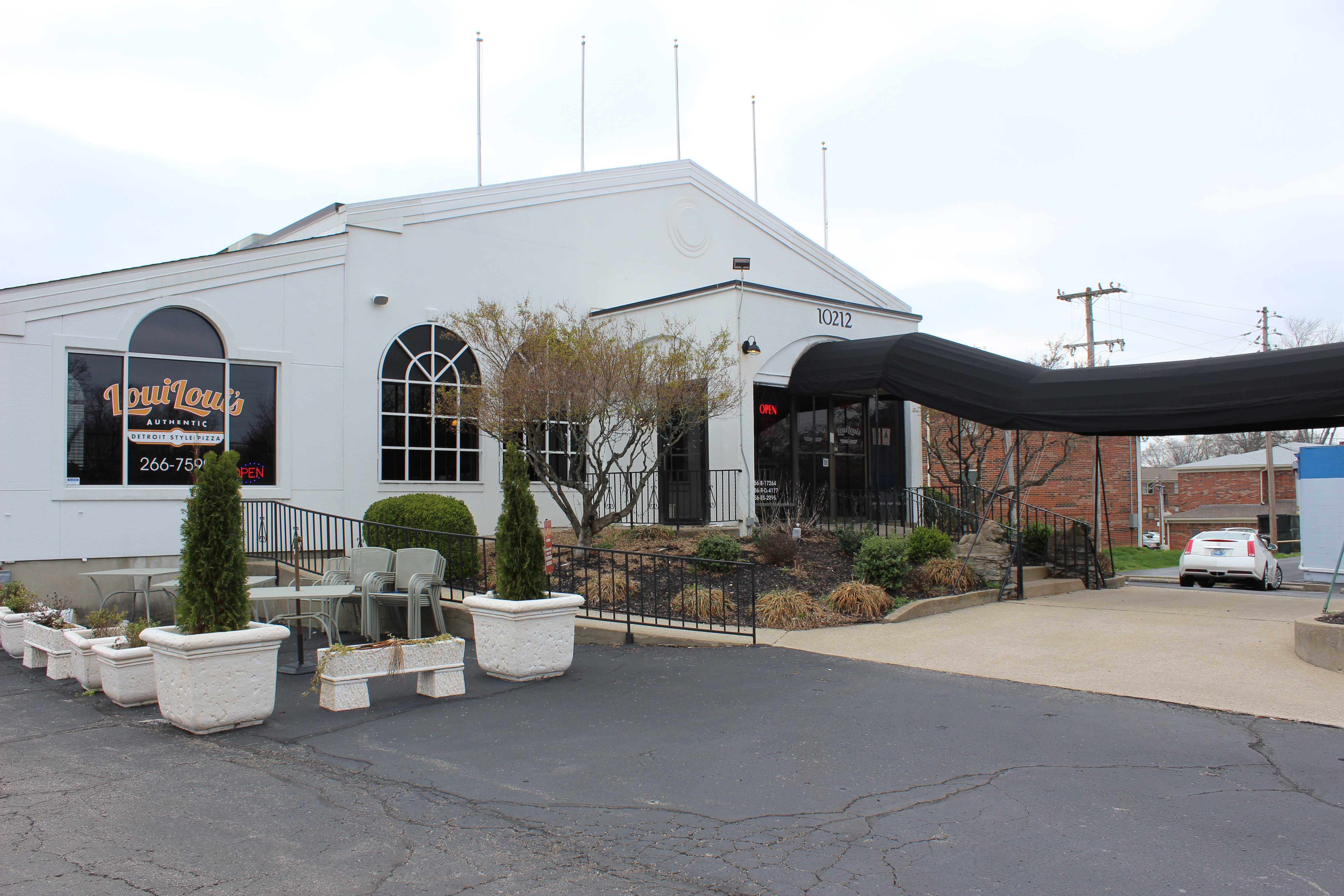 The exterior of Loui Loui's on Taylorsville Road. Photo by Olivia Evans.