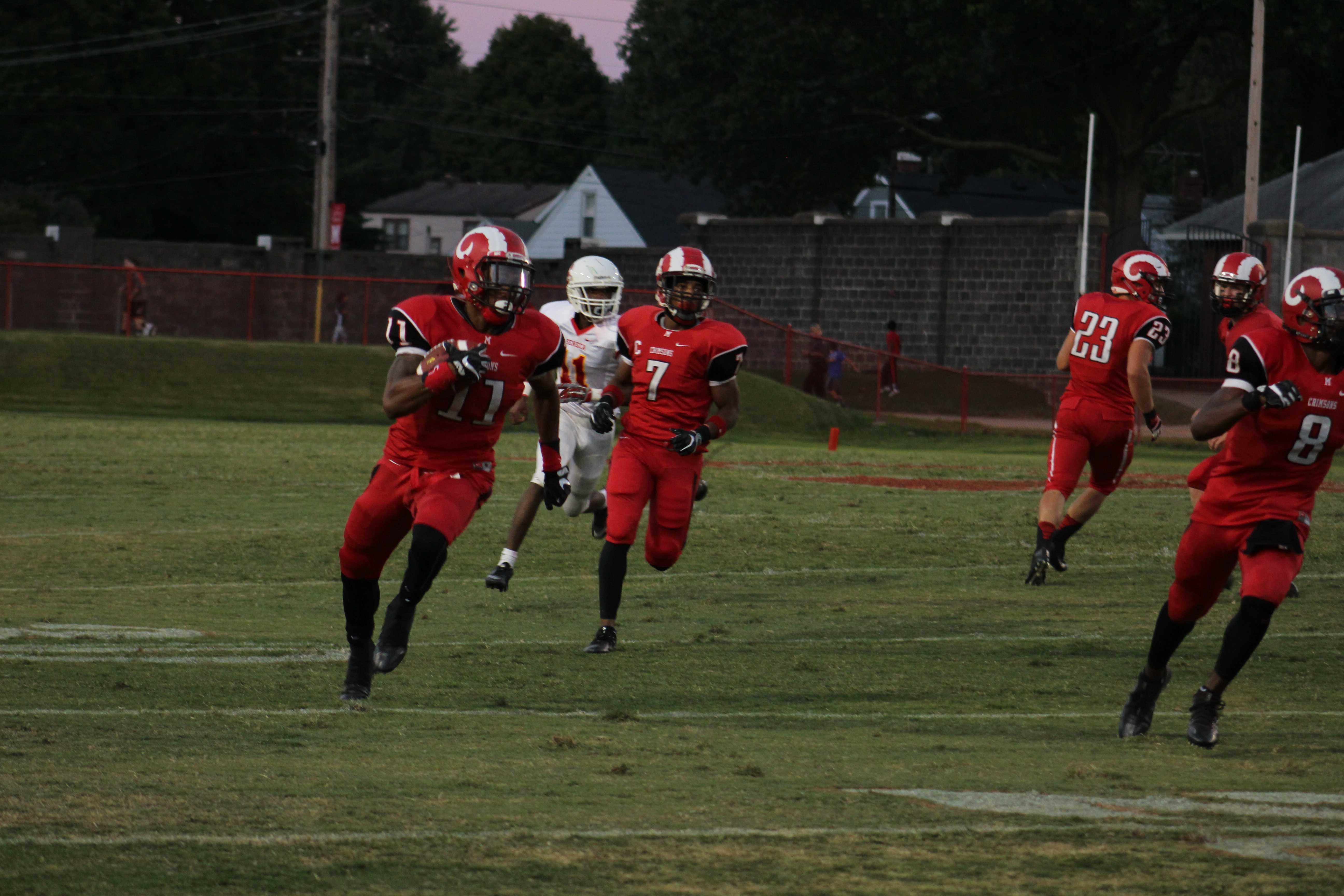Jaelin Carter (11, 12) runs for a touchdown. Photo by Emma Bornschein.