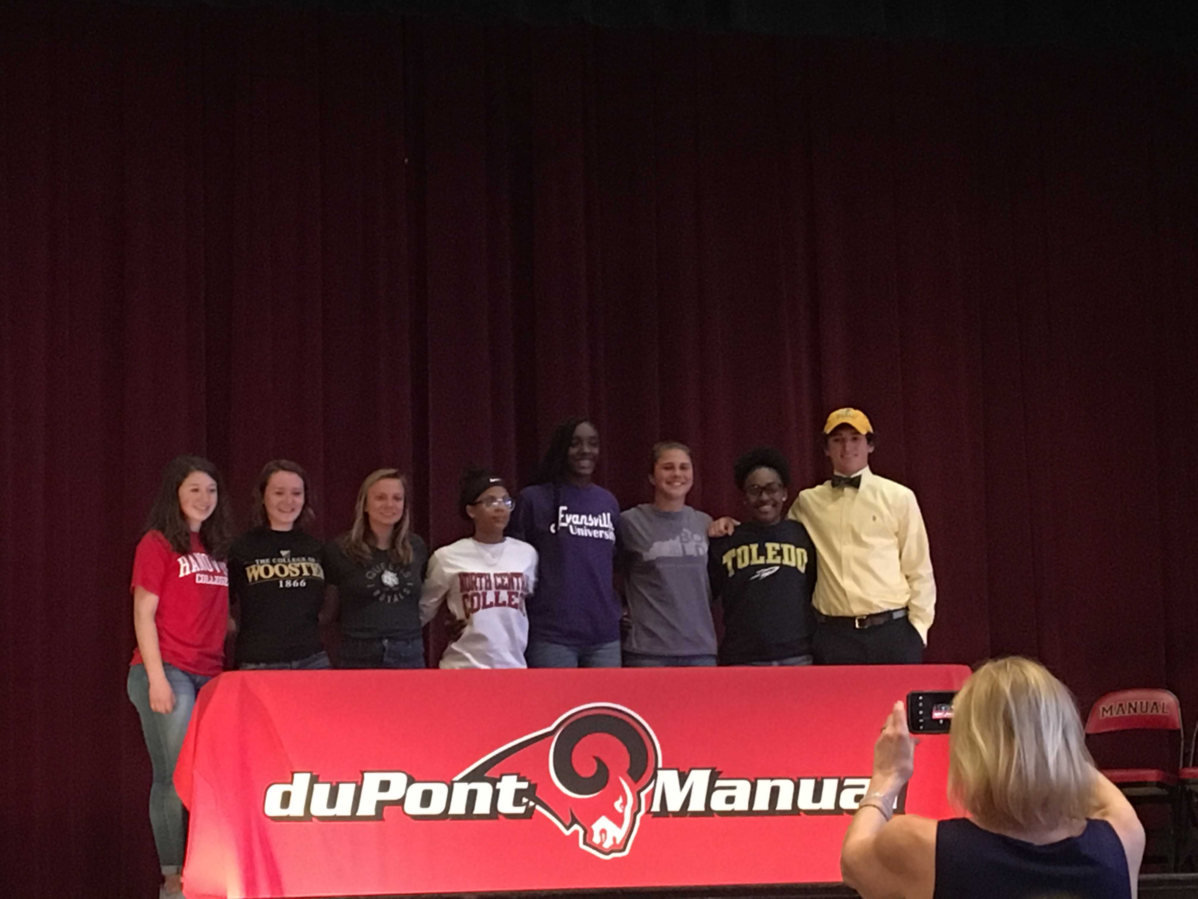 Eight seniors sign National Letter of Intent
