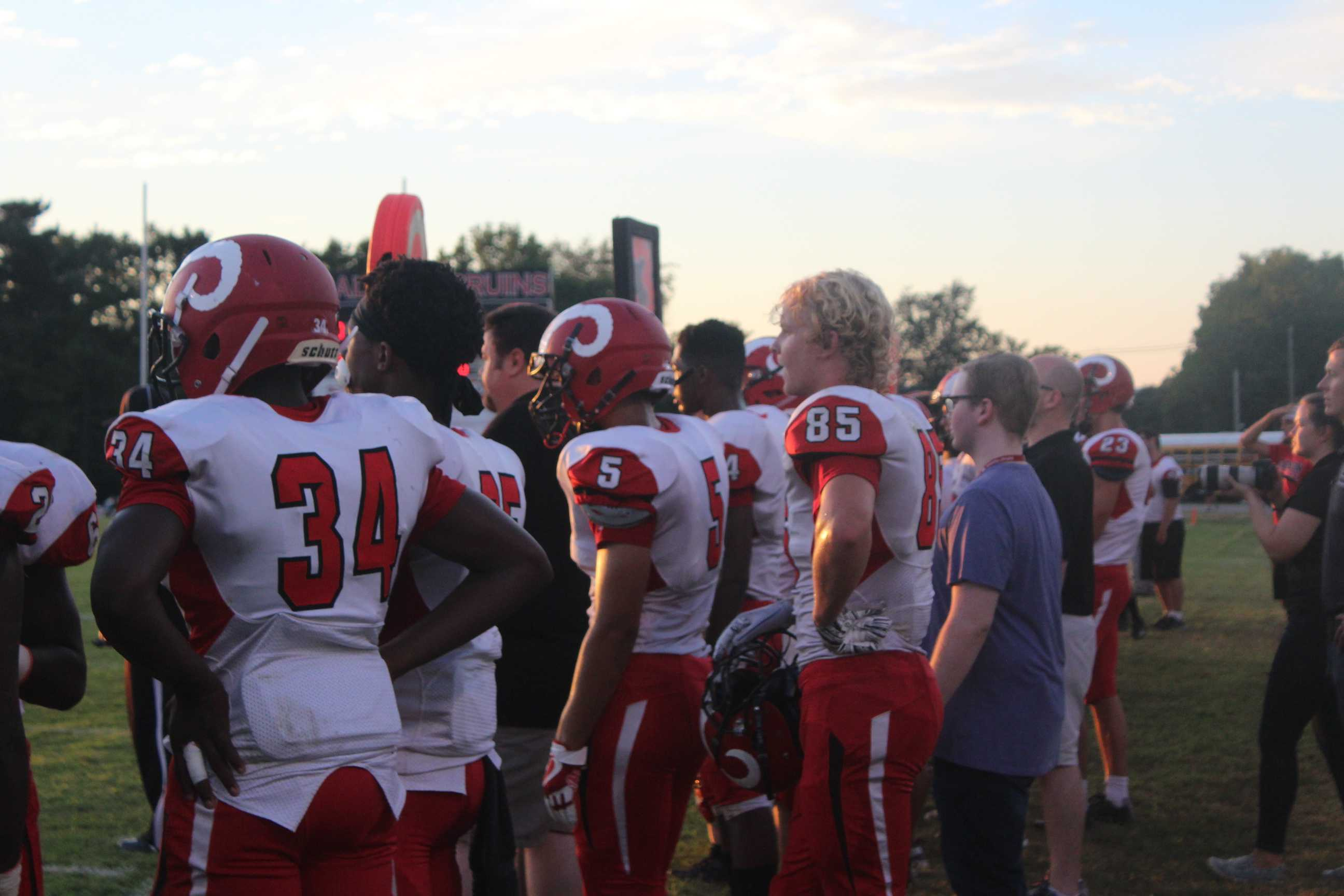 Manual+players+watch+their+teammates+from+the+sidelines.+Photo+by+Katelyn+Bale.