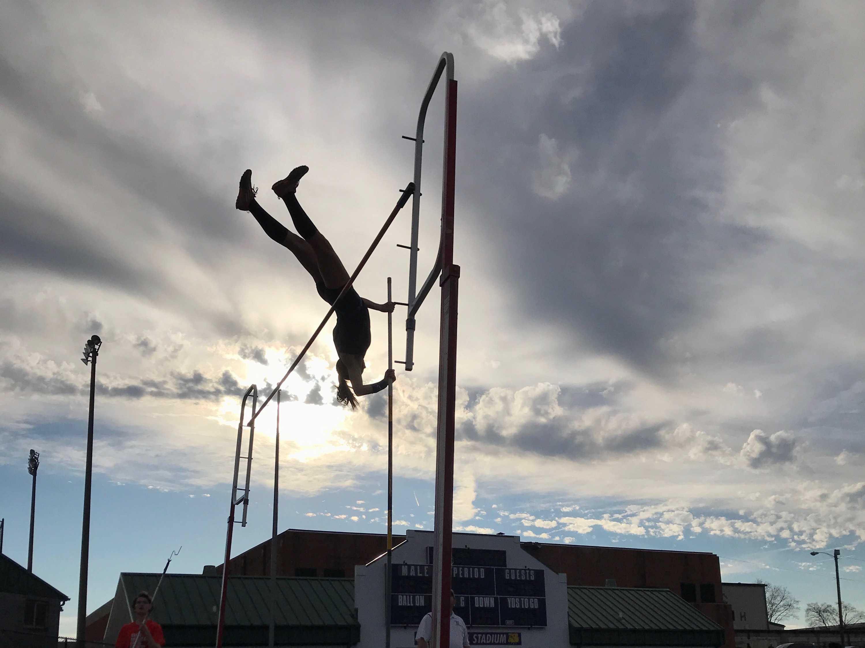 Lena Kaziska (10, MST) clears a bar at 10'6