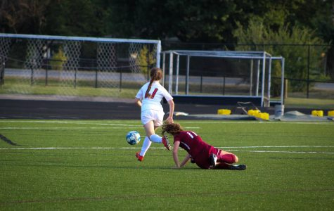 Girls' junior varsity soccer falls to the Rockets