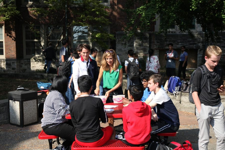A+parent+volunteer+from+the+MST+Catalysts+cater+ice+cream+to+each+table+of+students+in+the+courtyard.+Photo+by+Jaesylin+Stephens.+