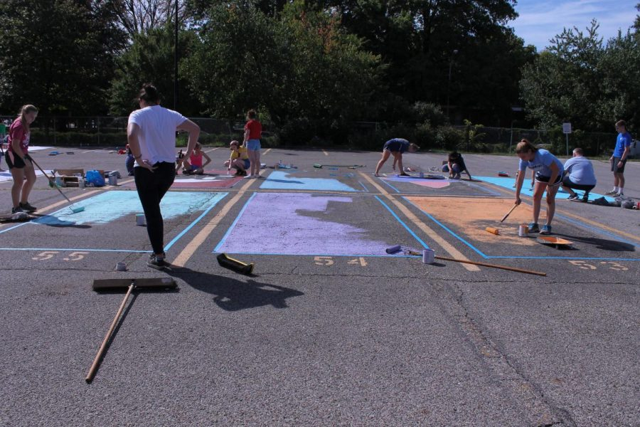 Kate+Frey+%2812%2C+J%26C%29%2C+Claire+Johnstone+%2812%2C+J%26C%29%2C+and+Annika+Benson+%2812%2C+HSU%29+paint+their+parking+spots+with+matching+solid+colors%2C+and+the+%22Friends%22+title.