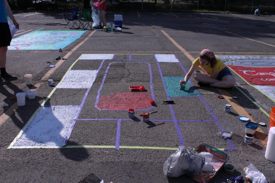 Maggie+Gediman+%2812%2C+J%26C%29+assists+Sheridan-Rabideau+with+painting+his+Monopoly+parking+spot.