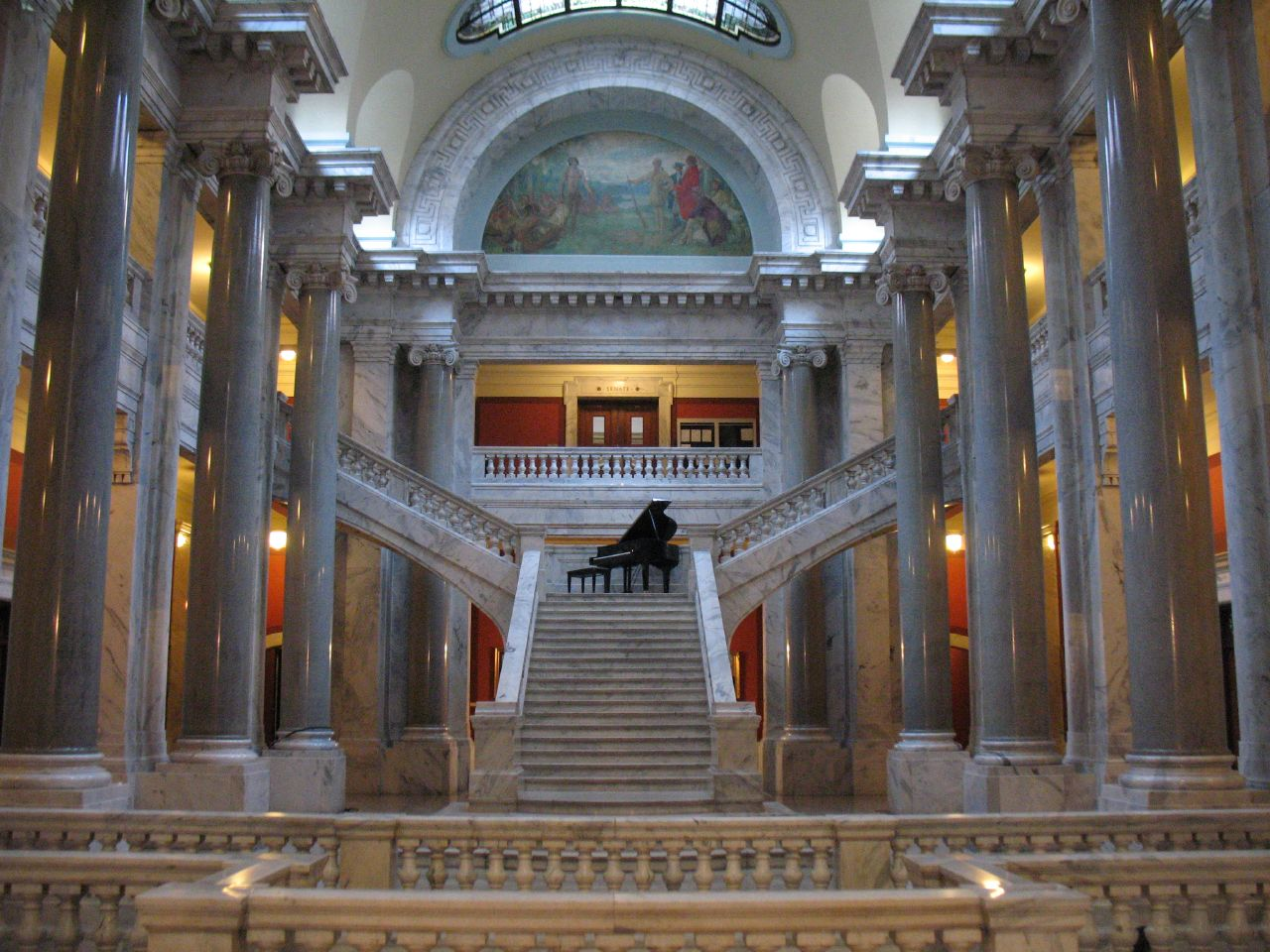 Interior of the Kentucky State Capitol. Image courtesy of Wikimedia Commons.
