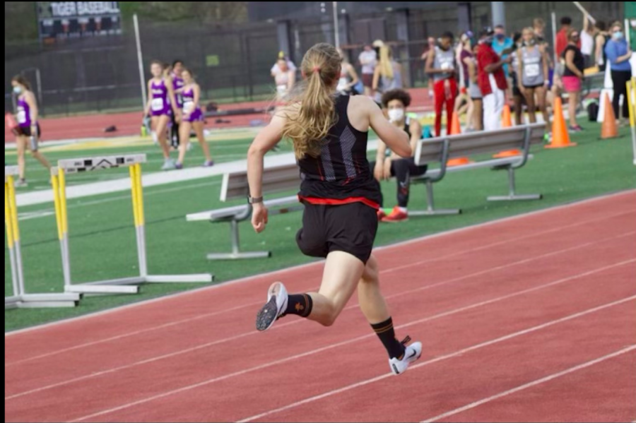 Richter runs the last leg of her race before breaking the school record. Photo courtesy of Sophie Richter.