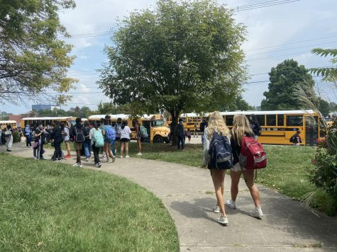 Students walking to their buses to return home. Photo by Ofelia Mattingly