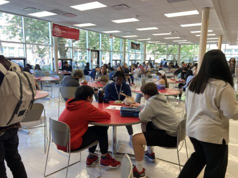 Students during 4th lunch prepare to leave the cafeteria. Photo by Ofelia Mattingly.