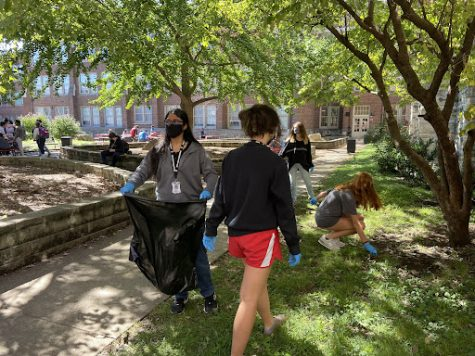 Club members picking up litter in the courtyard. Photo by Jaia Kattan.